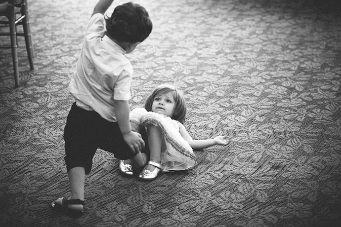 066-little-girl-boy-playing-wedding-reception
