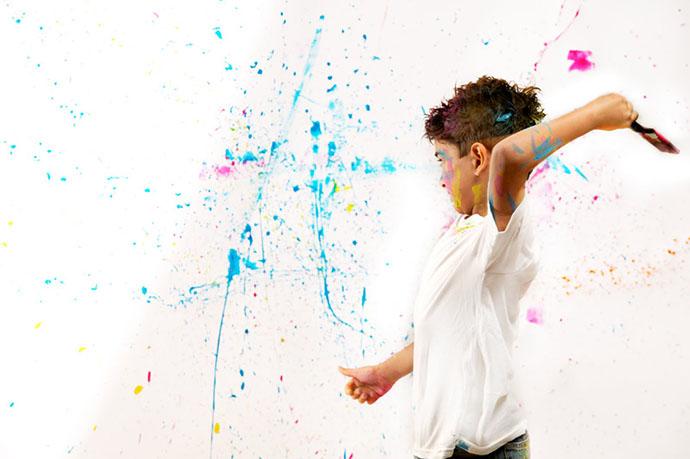 B9ET7930 tristan throwing paint