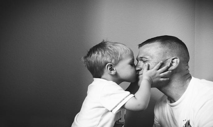 dad.son-kiss