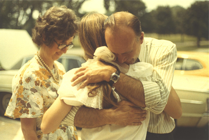 00002 - Kathy hugging Dean with Thelma