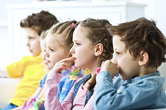 o-KIDS-WATCHING-TV-facebook-sm]