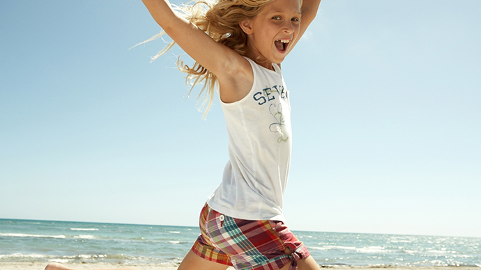 Happy-Kids-Playing-on-The-Beach-Picture-3765