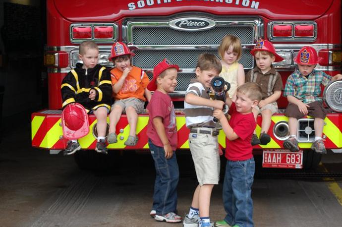 Hinesburg_Big_Truck_fire_kids_t670