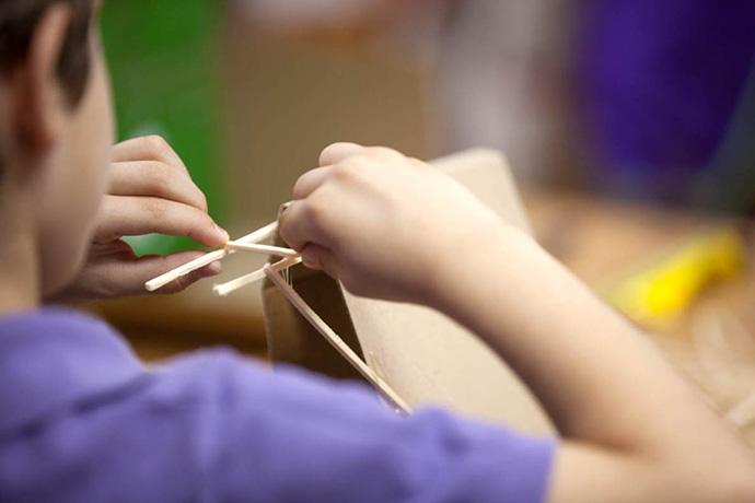 Το δημιουργικό παιχνίδι είναι η απαρχή της φιλοσοφίας του εκπαιδευτικού αυτού προγράμματος.