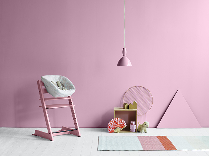 Tripp Trapp highchair Soft Pink in setting