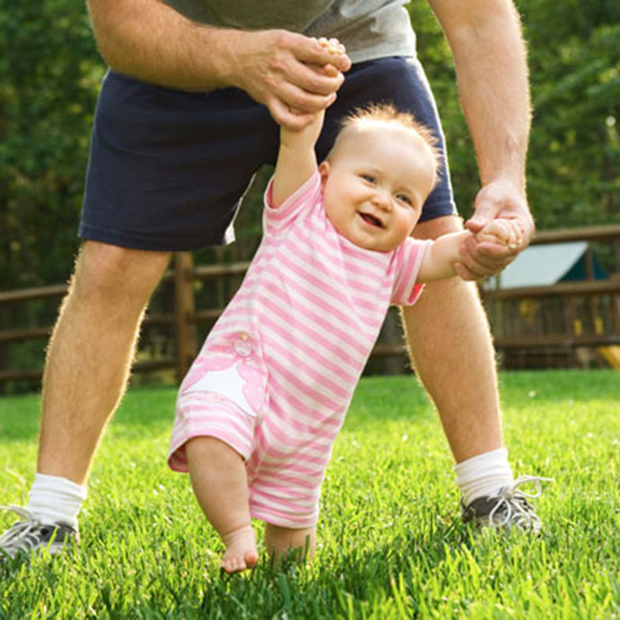 dad-walking-baby-girl-photo-420x420-ts-865419041