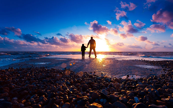 father-and-son-on-the-beach-at-sunset-1152x720-wide-wallpapers-net
