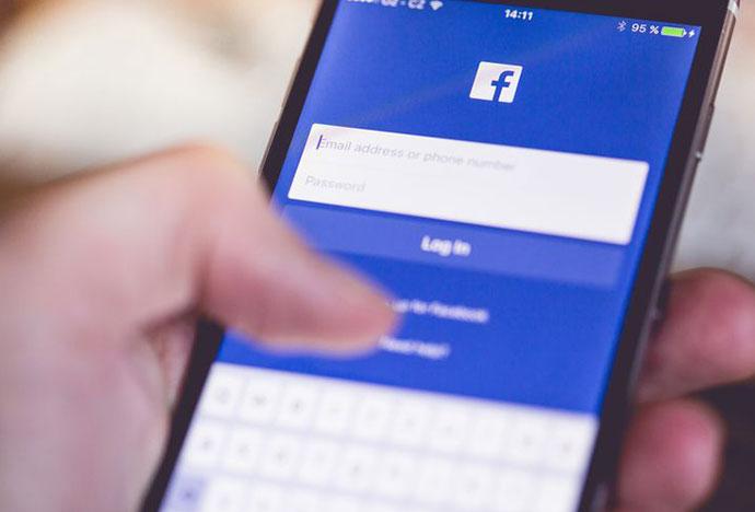 Τι να κάνετε αν κάποιος συγγενης ανεβάσει στο facebook φωτογραφία του παιδιού σας